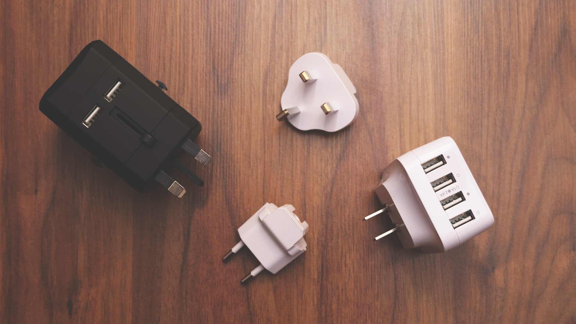 Backpacking Packliste Südostasien - Reiseadapter Steckdosen mit USB-Anschlüssen