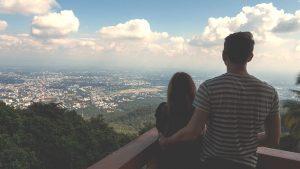 Aussicht auf Chiang Mai vom Doi Suthep mit Jasmin und Valentin