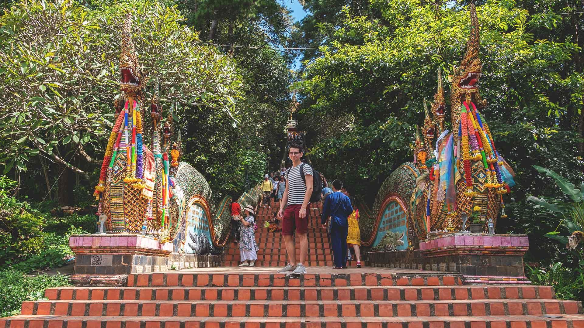 Chiang Mai Doi Suthep Treppe zum Tempel mit Valentin