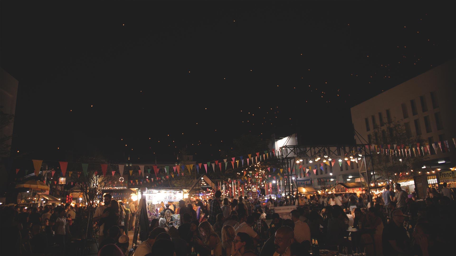 Chiang Mai Nachtmarkt am Yee Peng Festival