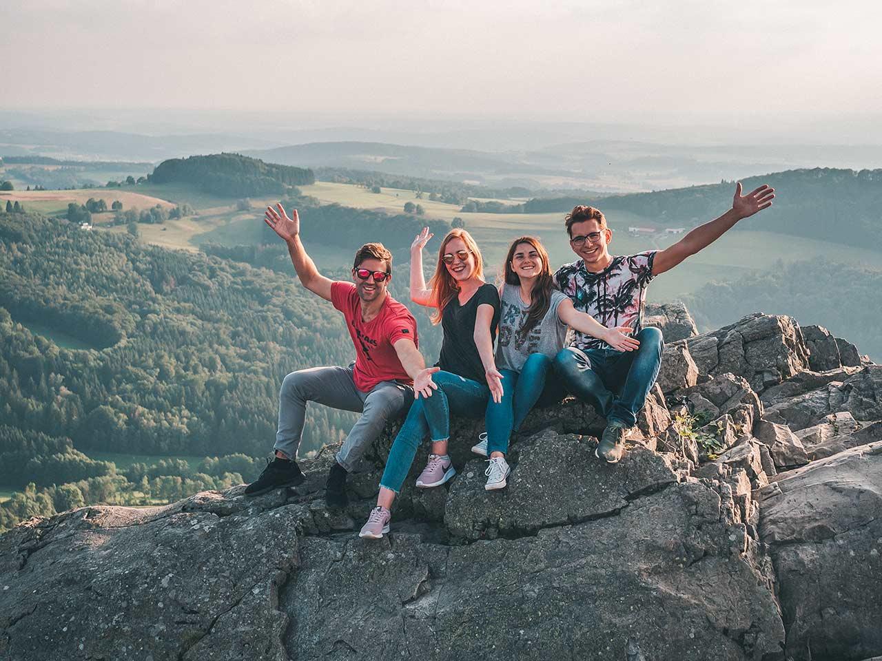 Dennis, Lena, Jasmin und Valentin auf der Milseburg