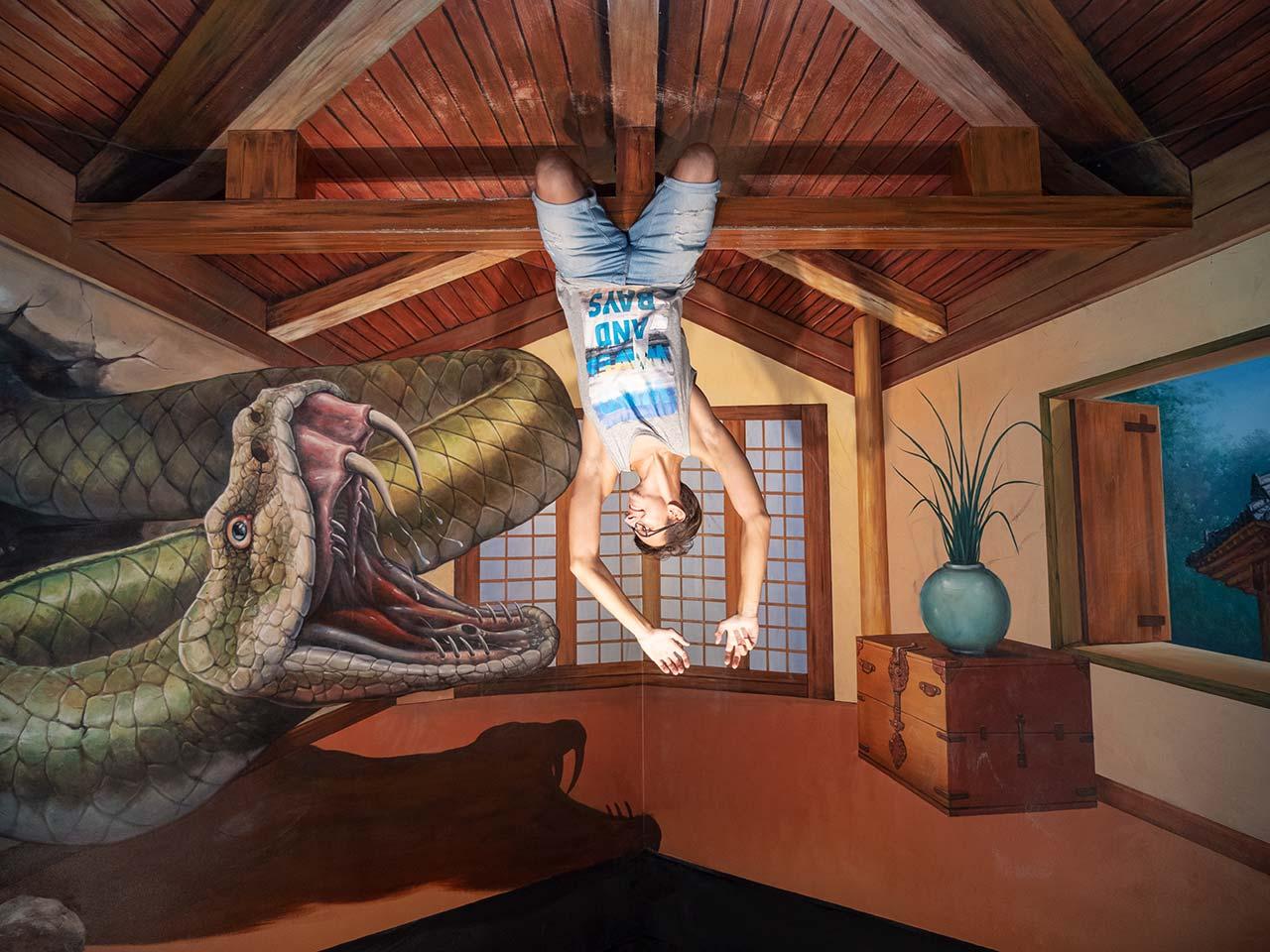 Freizeitinsel Sentosa - Trickeye Museum - Valentin von Vakuya