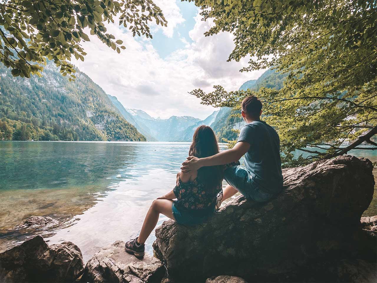 Valentin und Jasmin am Ufer des Königssees
