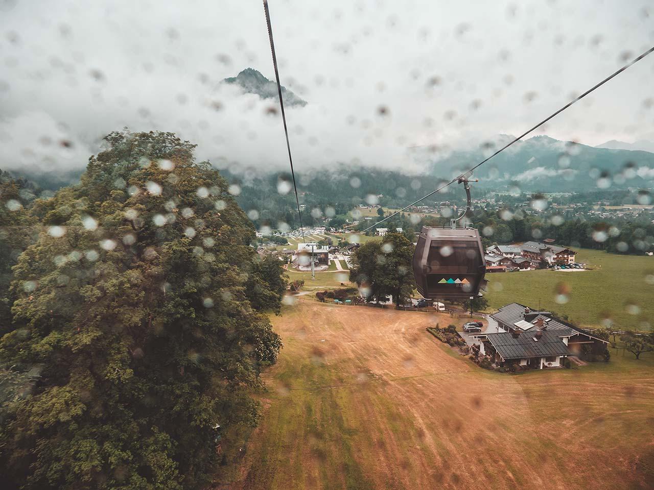 Fahrt mit der Jennerbahn bei Regen