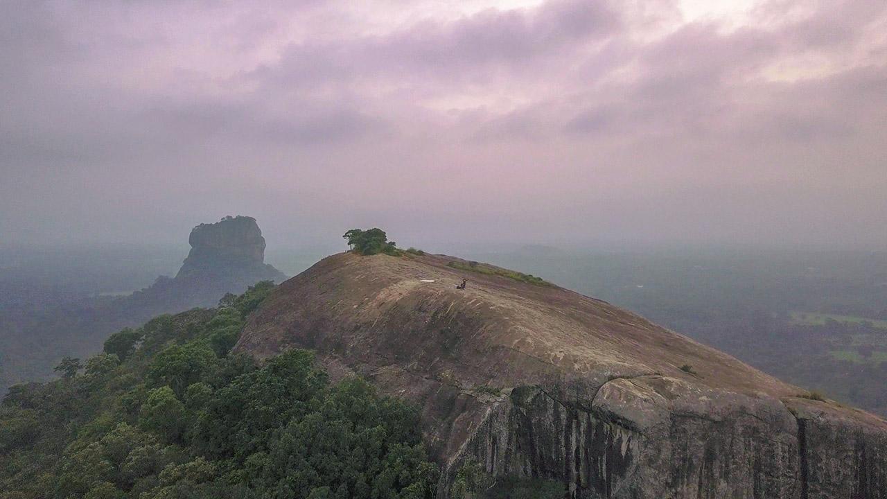 Pidurangala Rock von oben - Jasmin und Valentin