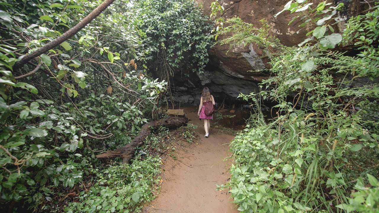 Jasmin auf dem Weg zum Pidurangala Rock Sri Lanka
