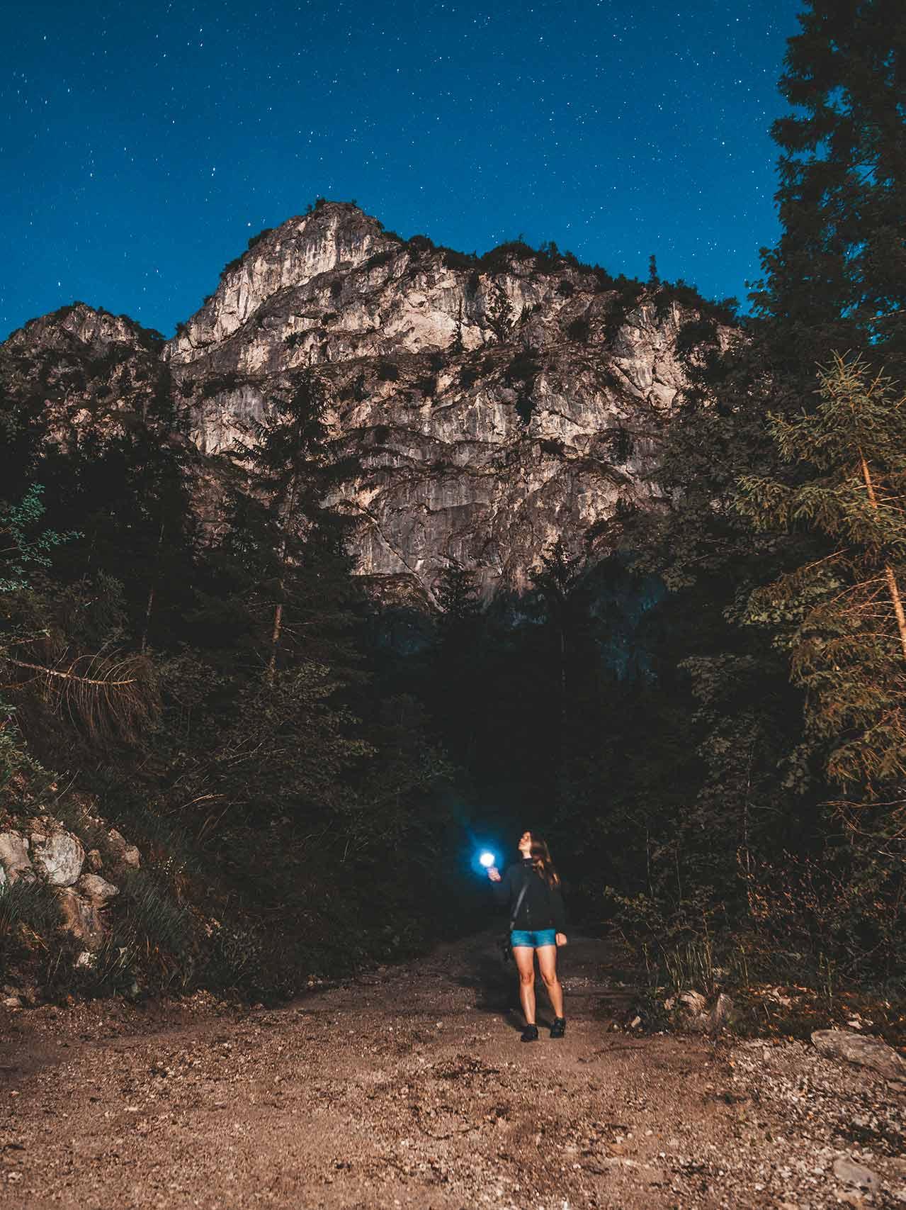 Nachtwanderung durch den Nationalpark Berchtesgaden - Jasmin unter dem Sternenhimmel