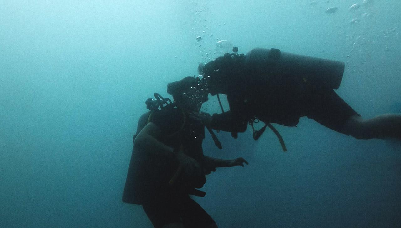 Unterwasserkuss in Koh Tao Jasmin und Valentin