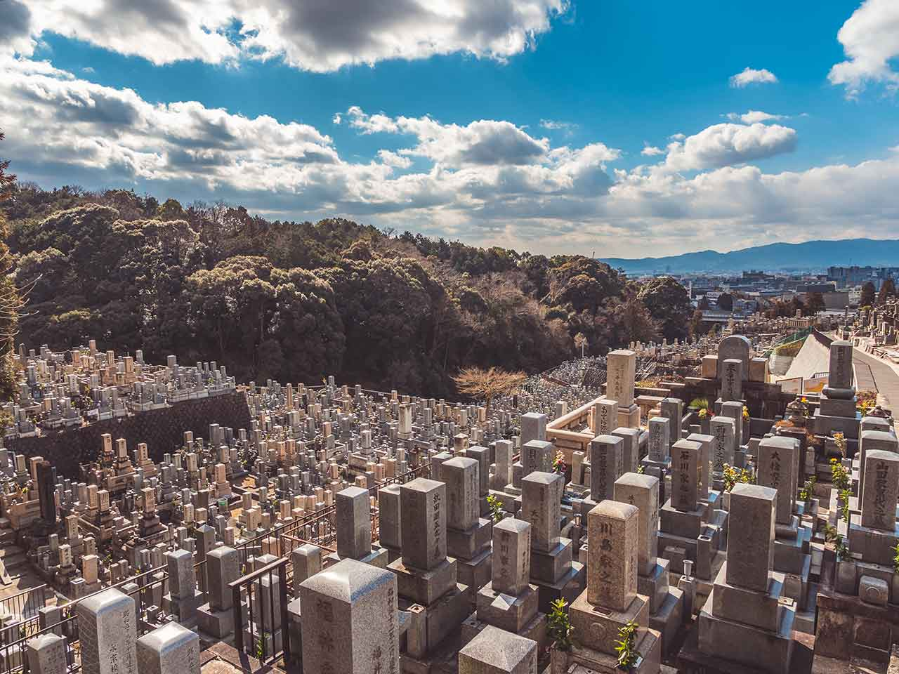 Friedhof am Fuße des Kiyomizu Dera Tempels in Kyoto Japan