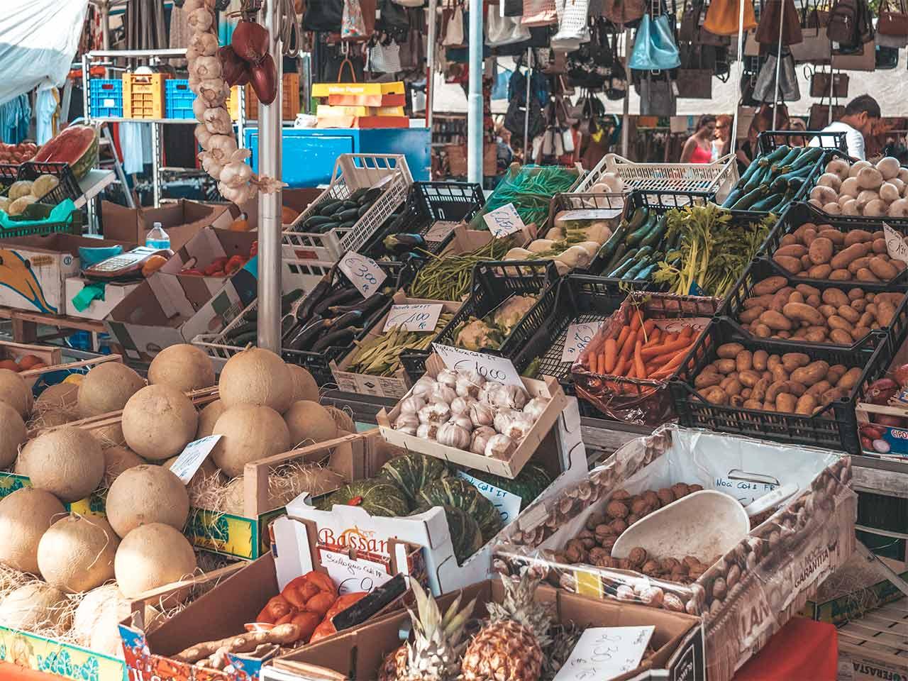 Gemüsestand am Bazar von Lignano Sabbiadoro