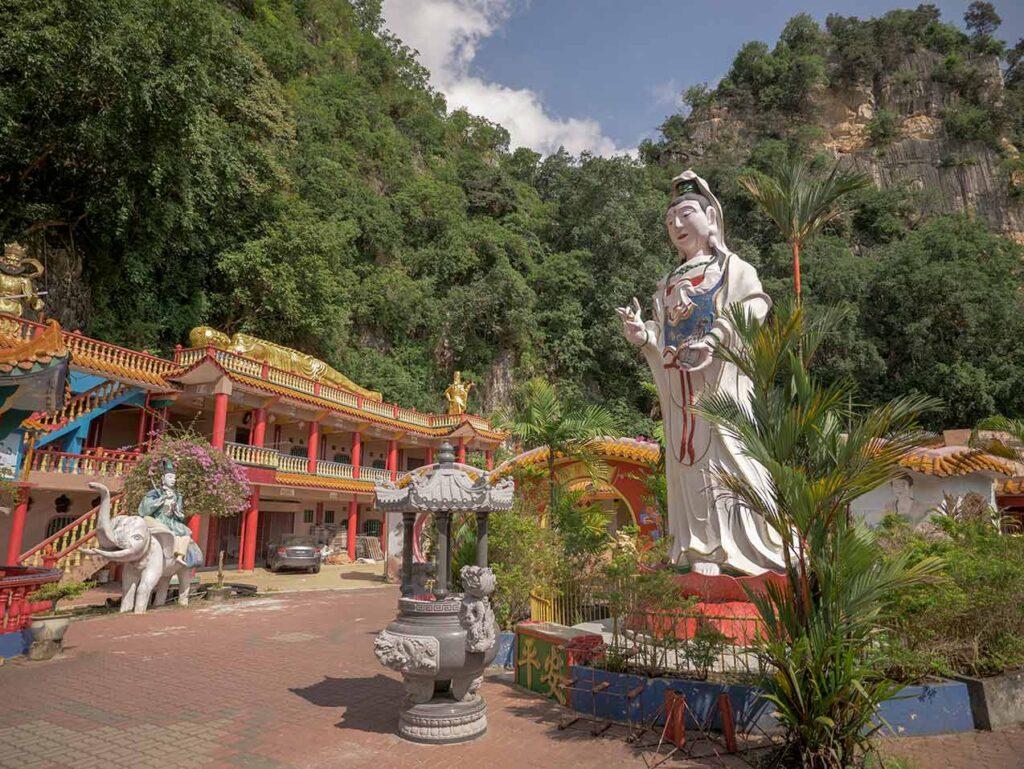 Statuen im Ling Sen Tong Tempel in Ipoh