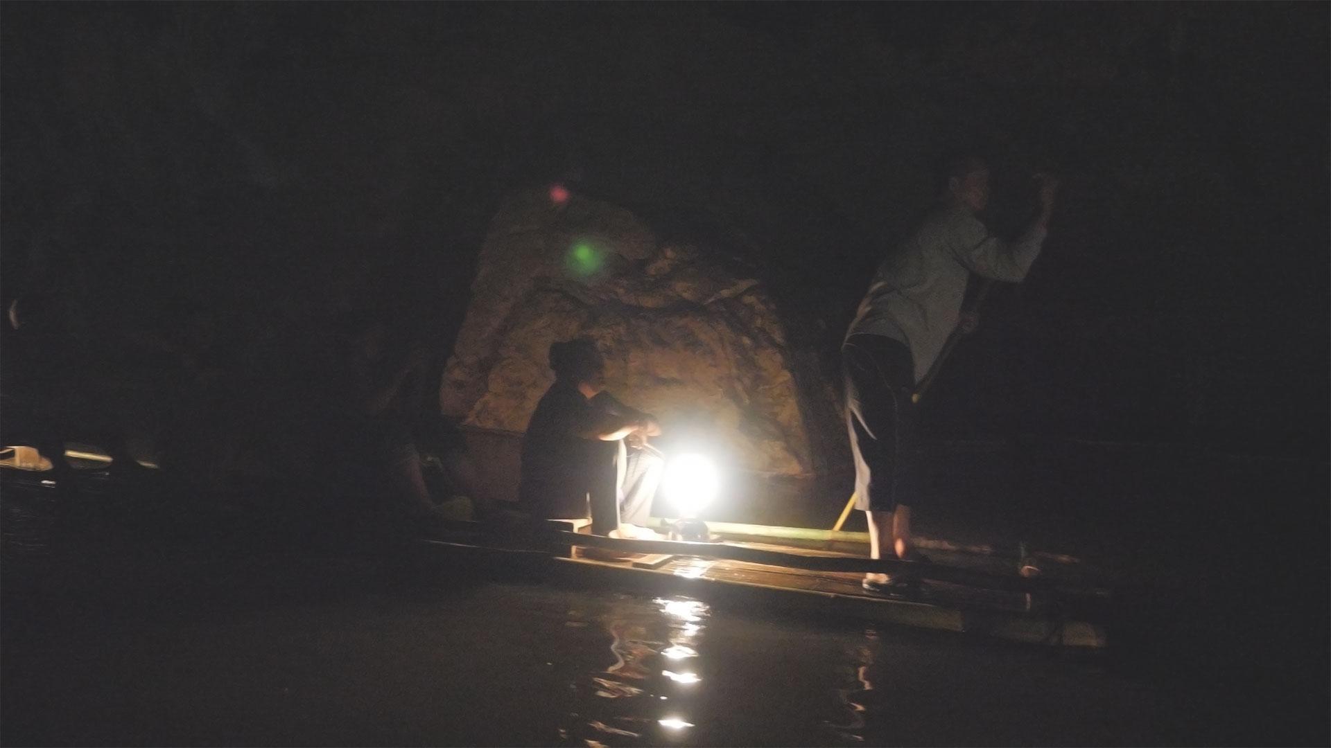 Lod Cave Trip - Auf einem Bambus-Floß in der Tropfsteinhöhle in Pai