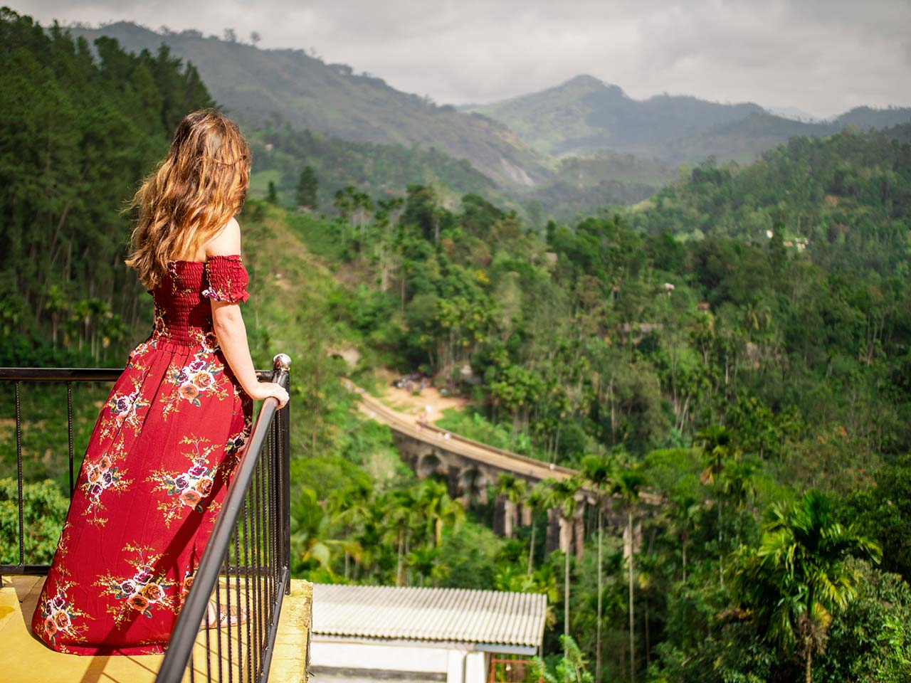 Jasmin auf dem Balkon der Nine Arch Lodge