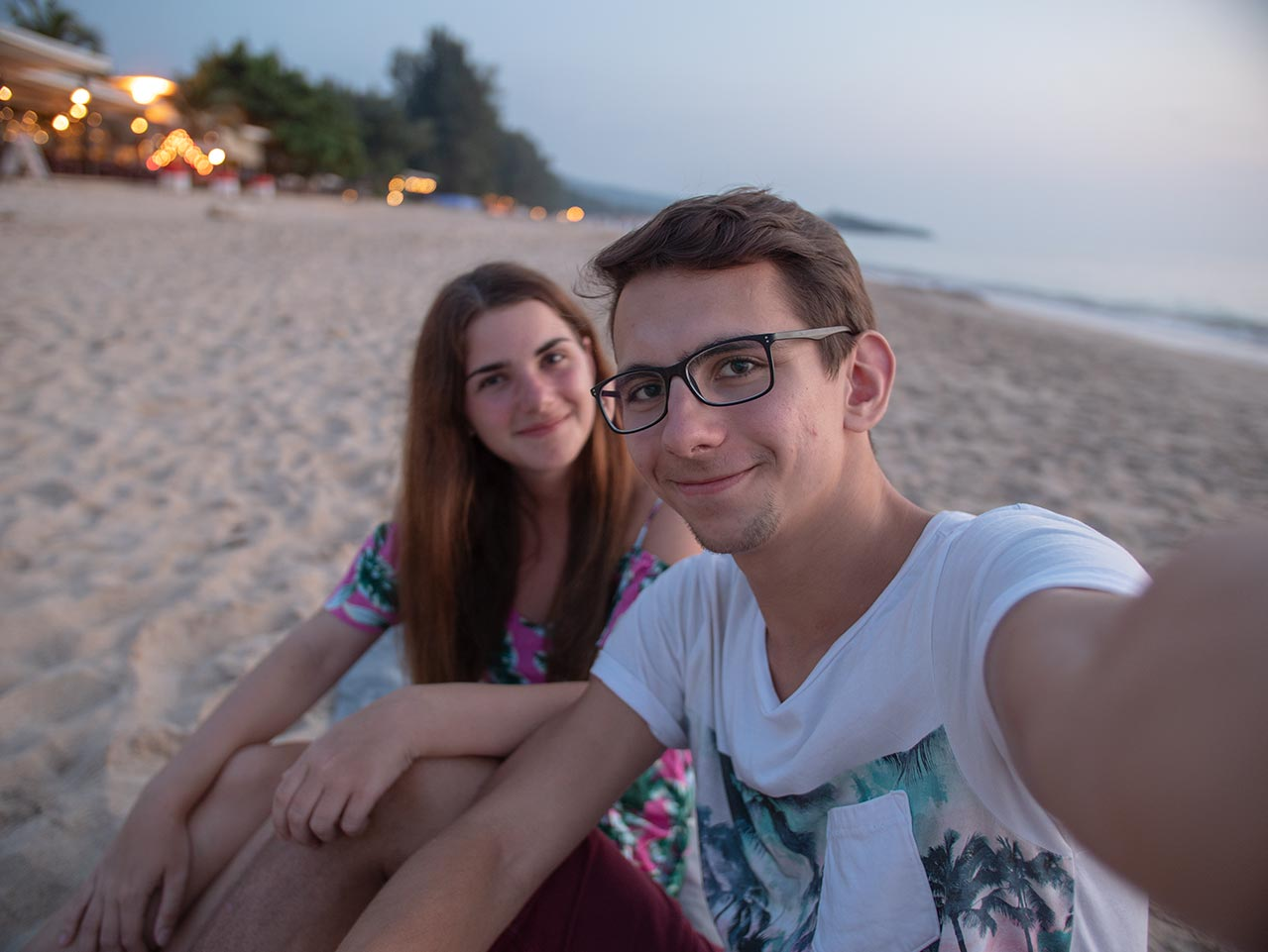 Valentin & Jasmin am Long Beach in Koh Lanta