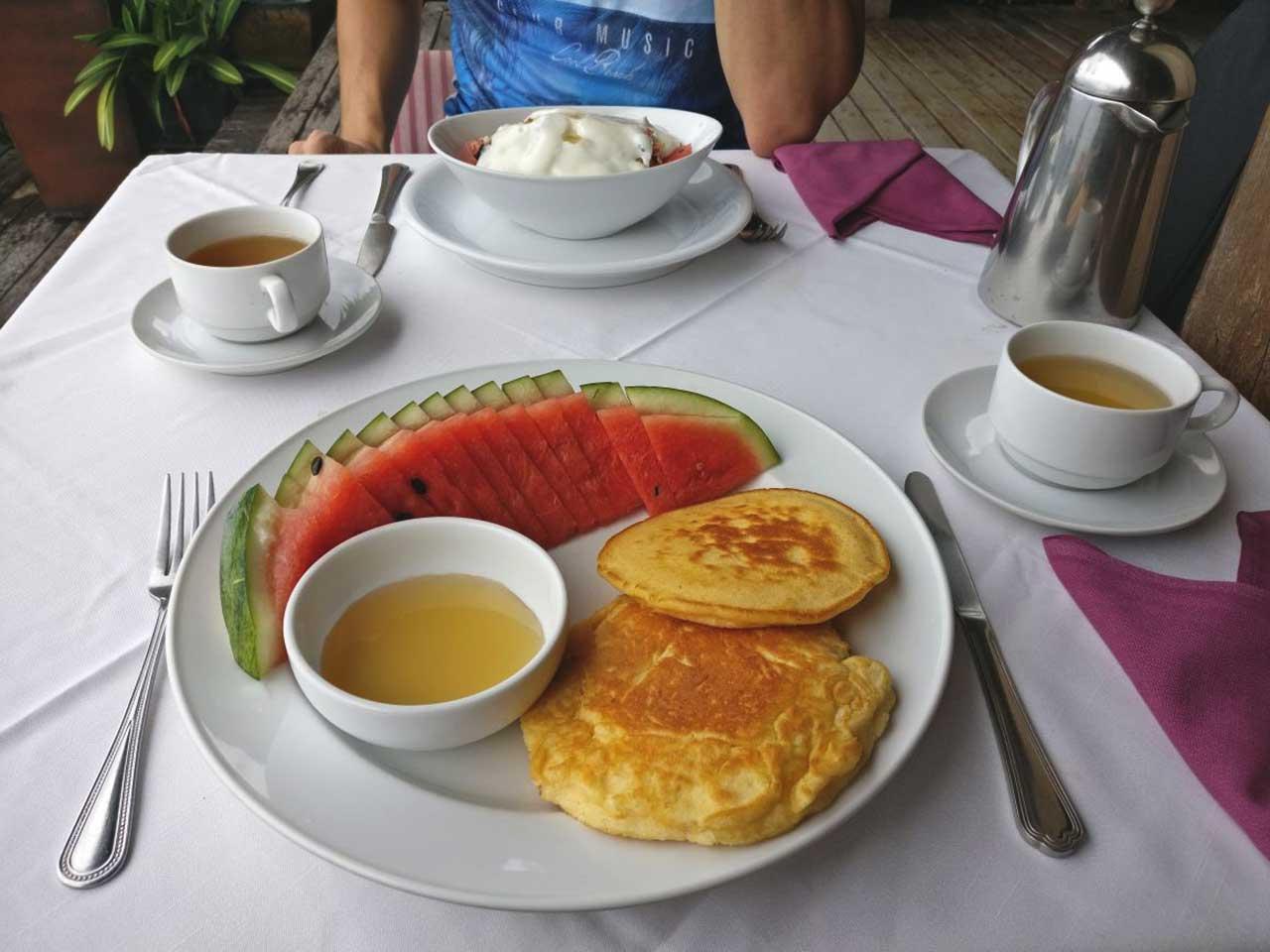 Frühstück im Thipwimarn Resort in Koh Tao