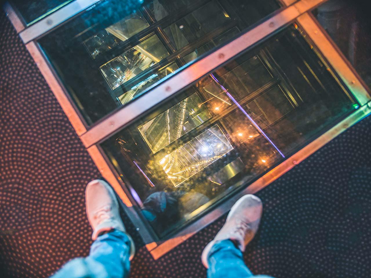 Glasboden im Tokyo Skytree - höchster Fernsehturm der Welt