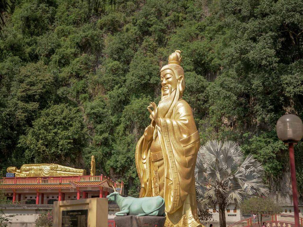 Tokong Nam Thean Tong Tempel in Ipoh: Goldene Statue