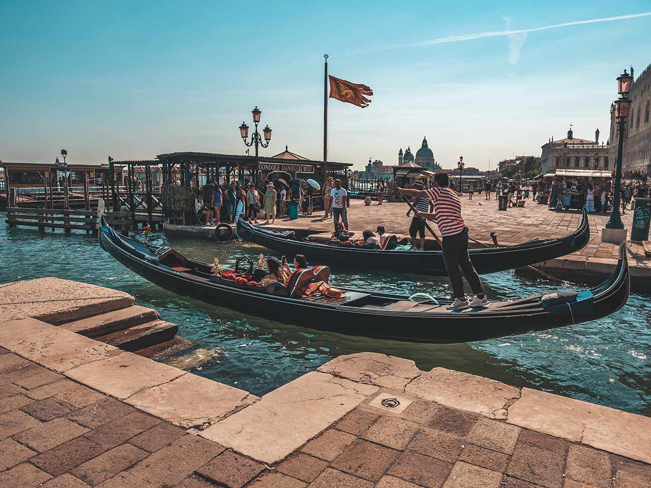 Gondelfahrt in Venedig vom Ufer