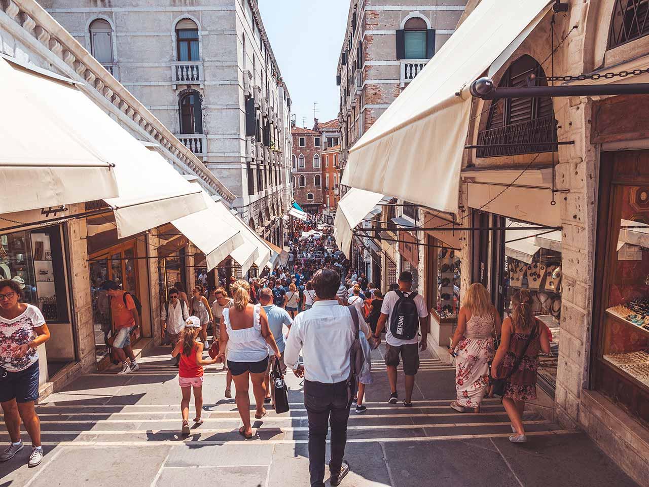 Riatltobrücke in Venedig - die Einkaufsstraße