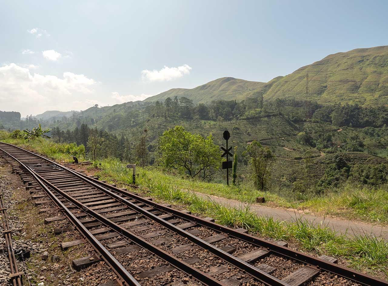 Landschaft bei der Zugfahrt von Kandy nach Ella in Sri Lanka