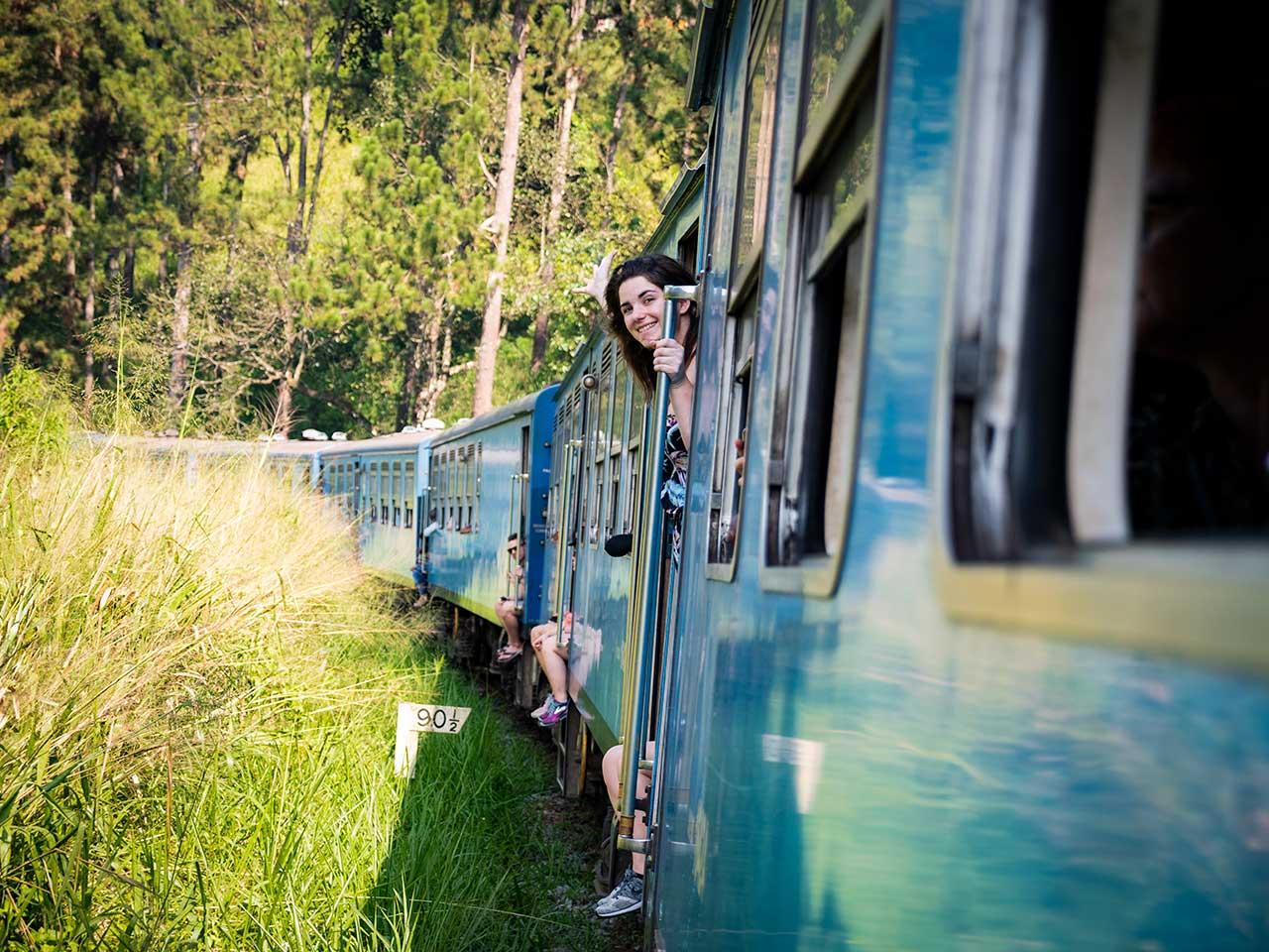 Jasmin im Zug von Kandy nach Ella in Sri Lanka