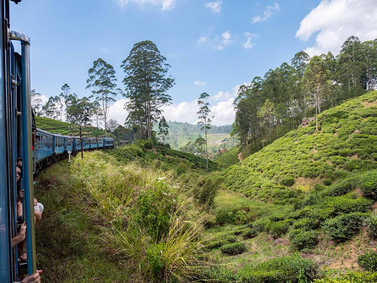 Aussicht aus dem Zug von Kandy nach Ella in Sri Lanka